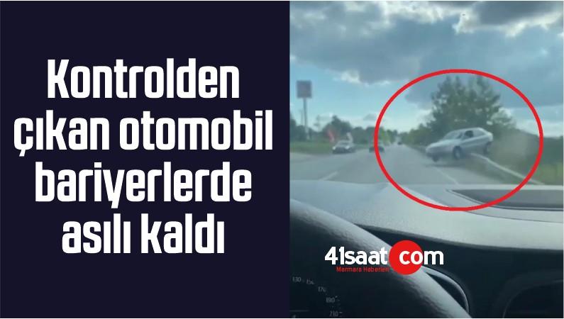 Kontrolden Çıkan Otomobil Bariyerlerde Asılı Kaldı